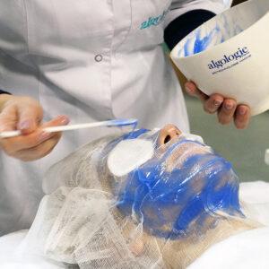 Шелковая гидронаполняющая маска